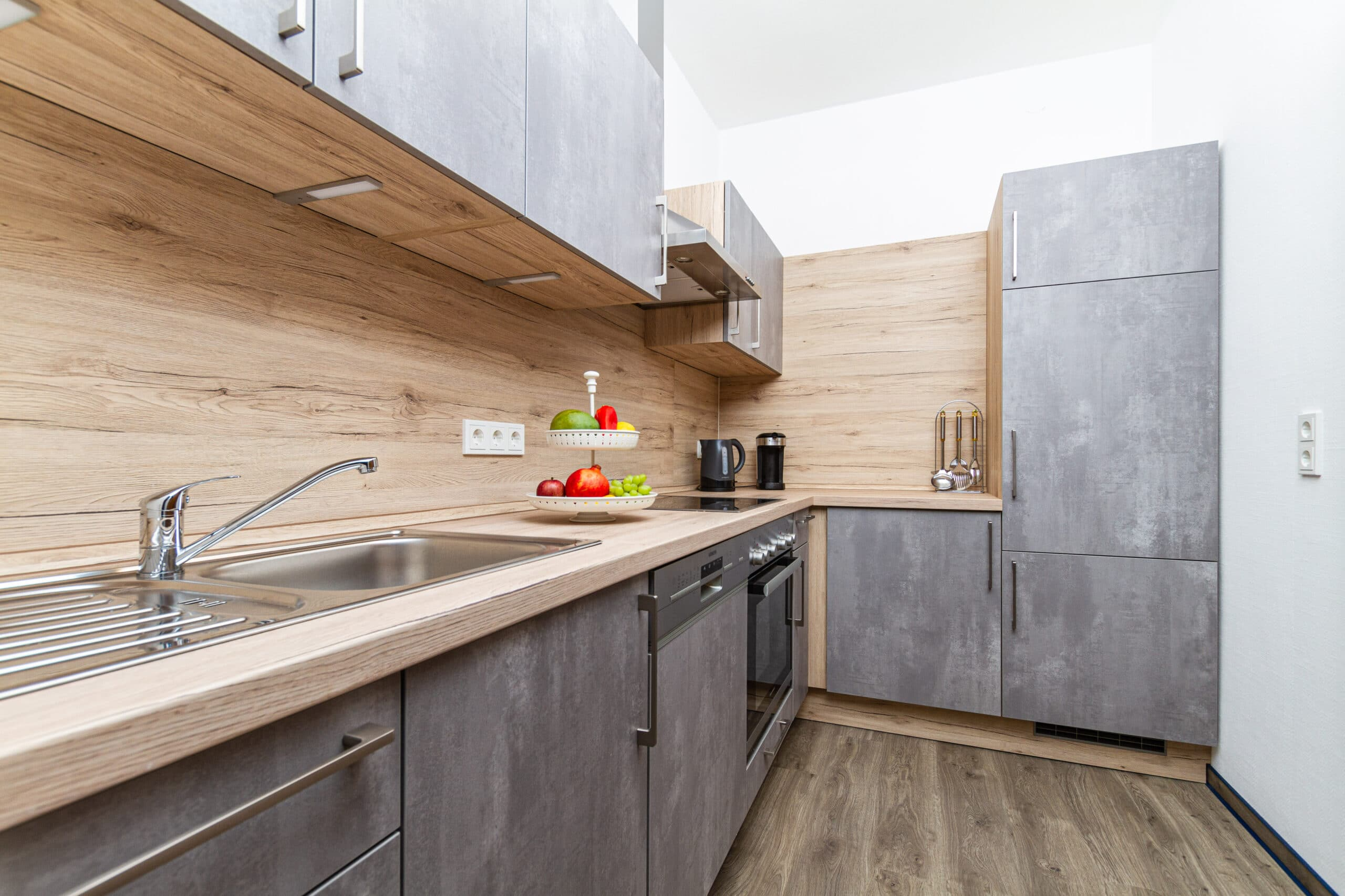 Moderne Küche mit ausreichend Kapazität auch für längere Aufenthalte.
