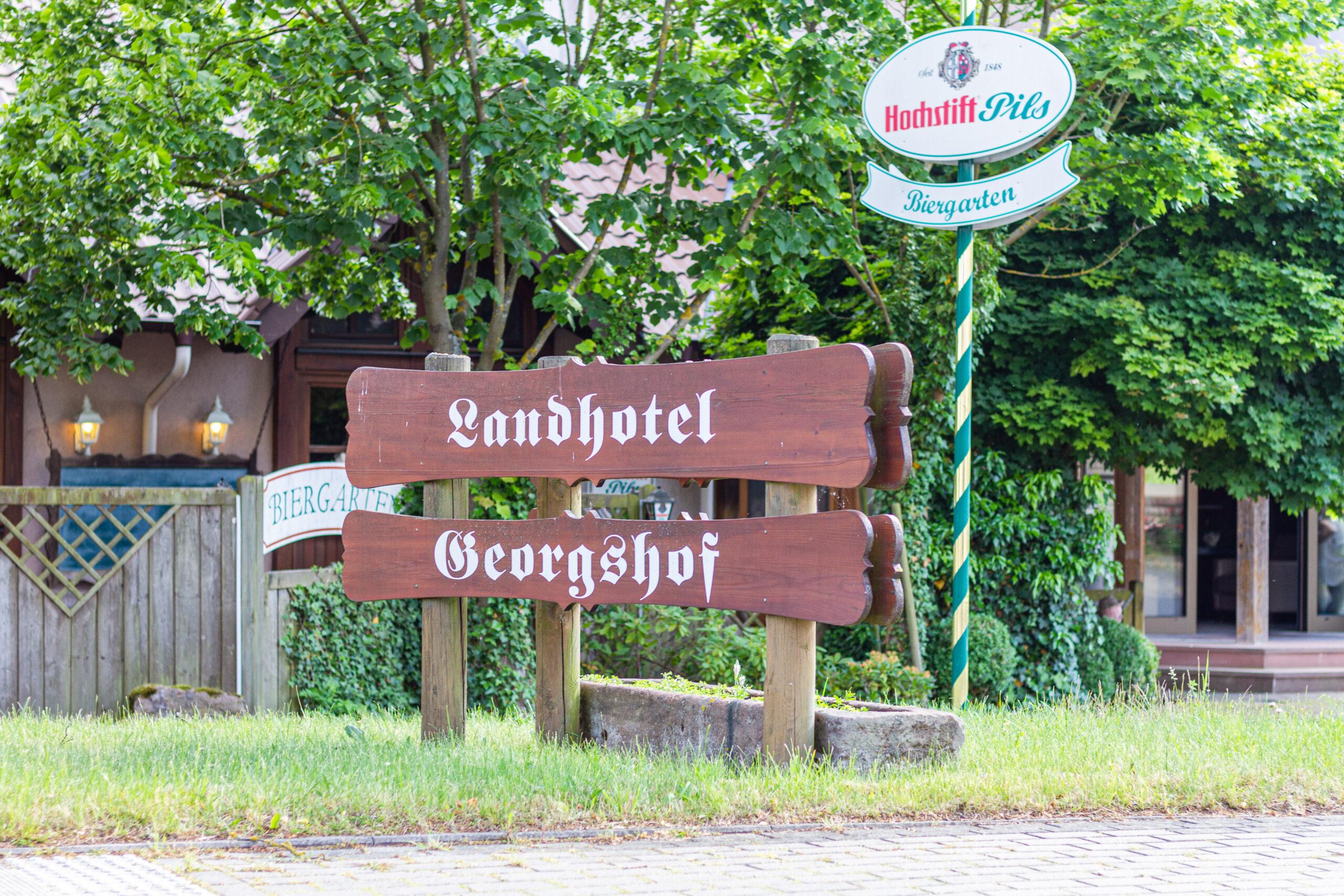 Ihre Adresse direkt an der Autobahn A7 Abfahrt 90 Hünfeld Schlitz. Stellen Sie uns eine Anfrage zu ihren Übernachtungsmöglichkeiten in Hünfeld, Fulda, Schlitz und Umgebung.